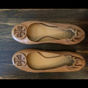 Tory Burch Reva Flat - Tan